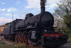 Tuscany on  a vintage train <span class=