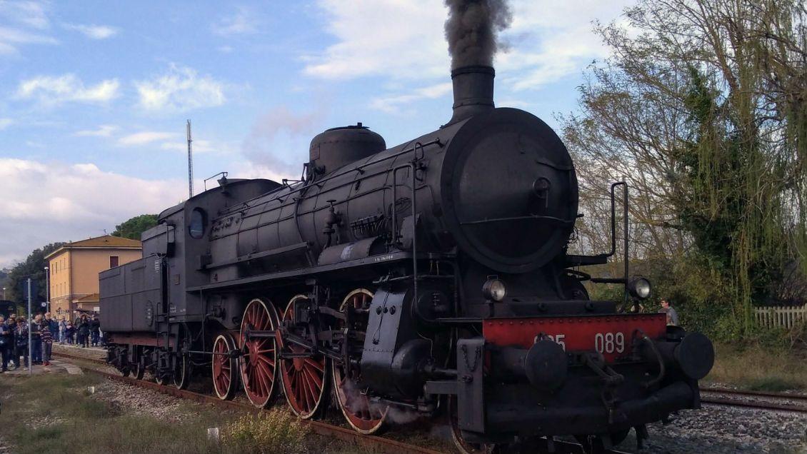vintage train tuscany