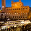 Market in Piazza del Campo