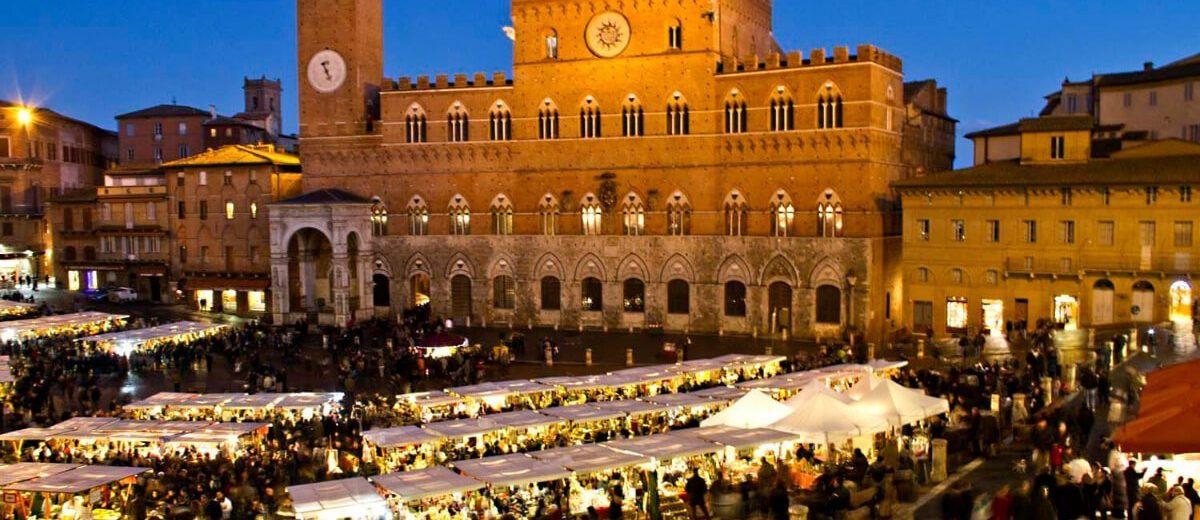 Market in Piazza del Campo <span class=