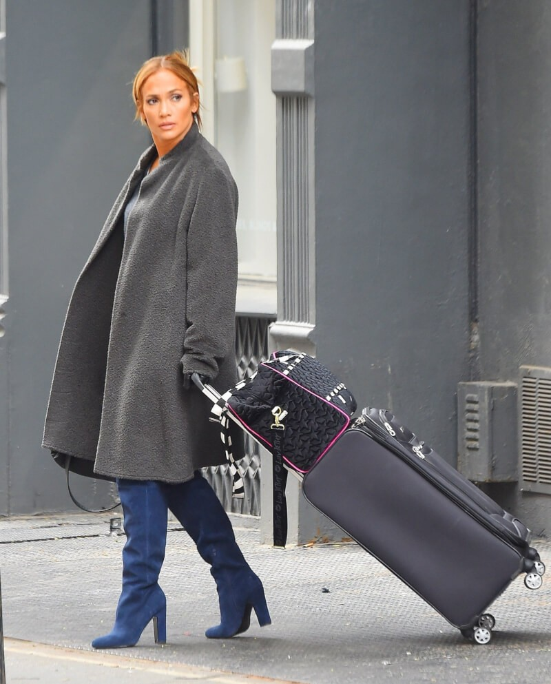 Jennifer Lopez travelling